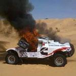 En photos : Un Buggy participant au Rallye de Tunisie s'enflamme totalement