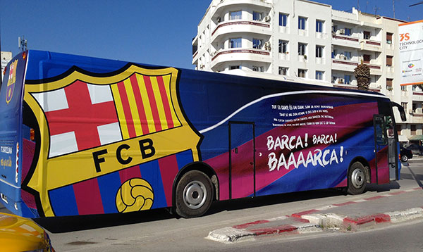 En photos : Le buzz du bus du FC Barcelone à Tunis