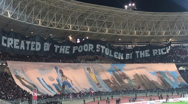 CA – PSG : Les Parisiens ont-ils quitté très tôt le stade à cause d'une banderole