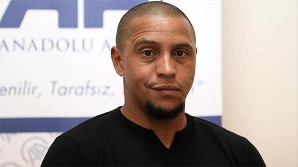 محكمة برازيلية تقضي بحبس روبرتو كارلوس 3 شهور