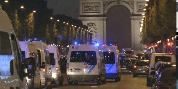 Attaque des Champs-Elysées: trois membres de l'entourage de l'assaillant en garde à vue