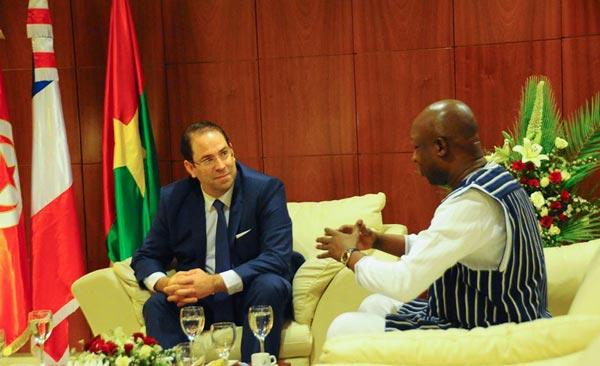 Youssef Chahed reçoit Edouard Philippe à l'aéroport Tunis Carthage
