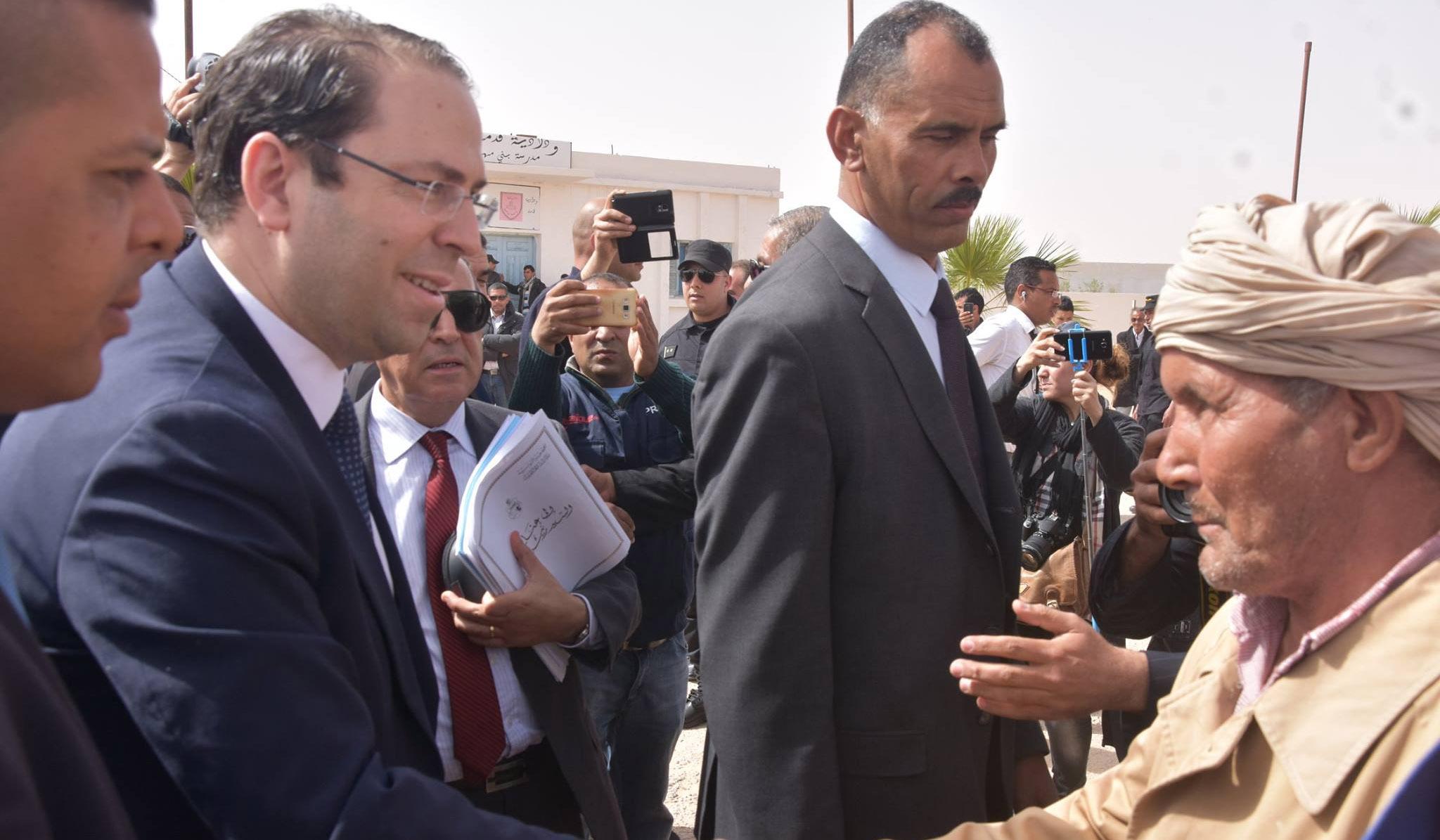 صورة اليوم: نظرة حادة من مواطن بتطاوين للشاهد ورئاسة الحكومة تحذف الصورة
