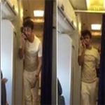غناء مطرب بطائرة يتسبب في فصل طاقمها من العمل