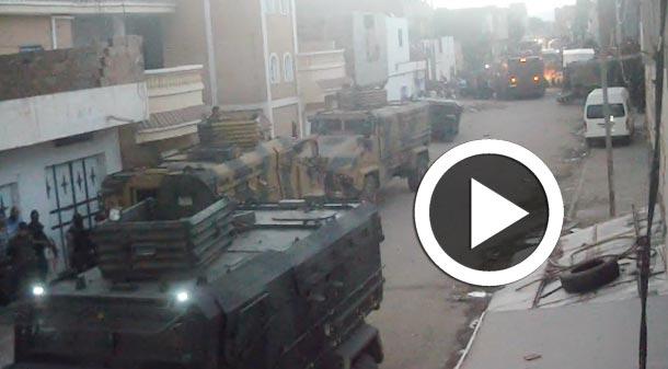 En Vidéo-Kasserine : Les chars de l'armée avancent au milieu des applaudissements et des youyous