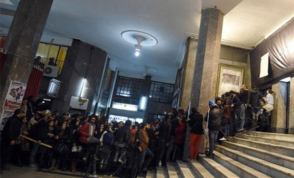 La projection du film Al Jaida tourne au cauchemar 'gaz lacrymogène, cris et bousculades' au Colisée