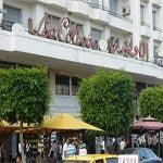 Avenue Bourguiba : Un jeune homme tente de se jeter du haut du Colisée