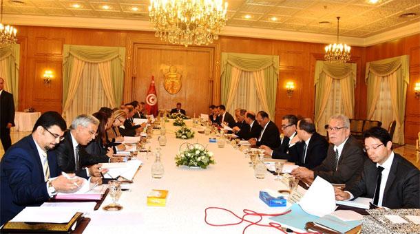 مجلس الوزراء يقرر إحالة البعض من صلاحيات بعض الوزراء إلى الولاة