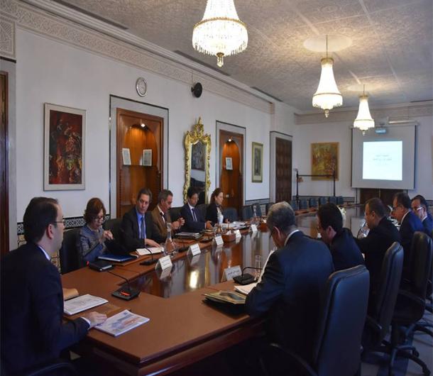 مجلس وزاري مضيق حول تسوية الوضعية العقارية للتجمعات السكنية المقامة على الأراضي الدولية
