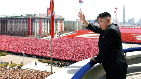 زعيم كوريا الشمالية يشجع لاعب كرة قدم مصري شهير