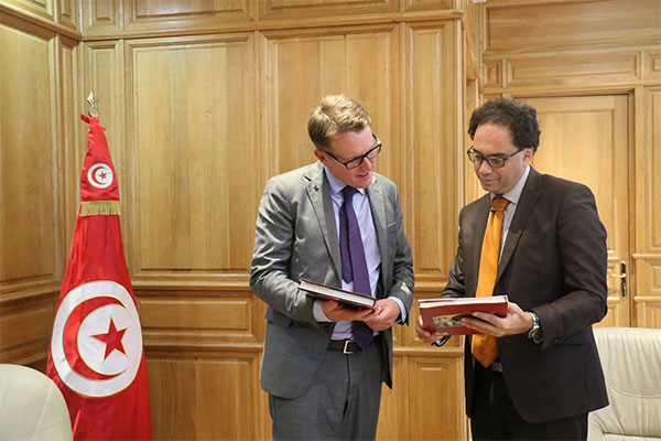 وزير الشؤون الثقافية يلتقي بسفير السويد في تونس لبحث سبل تدعيم التبادل الثقافي بين البلدين