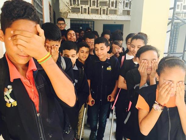 En photos : De retour des vacances, ces élèves découvrent une belle surprise de leur enseignante