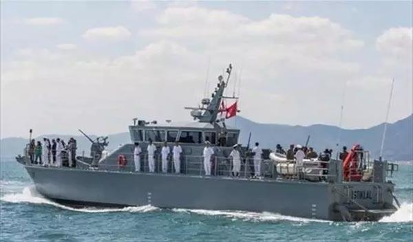 وزارة الدفاع: 8 قتلى في اصطدام ''مركب مجهول'' بوحدة بحرية
