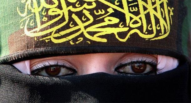 Des terroristes de Daesh se déguisent en femmes pour fuir Alep, en Syrie