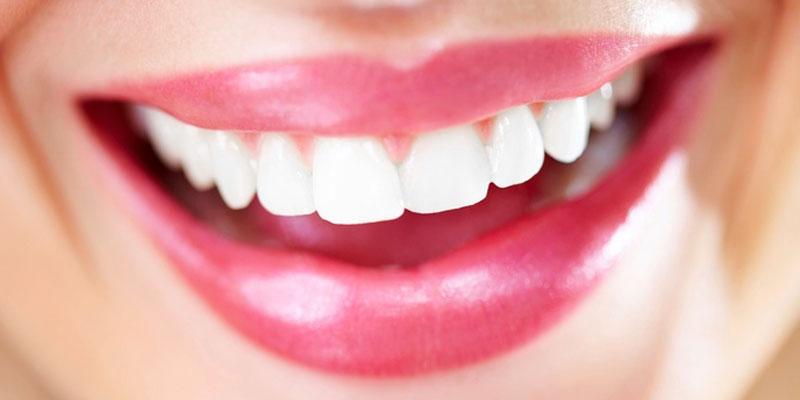 Une astuce pour blanchir les dents et se débarrasser du tartre en quelques secondes…