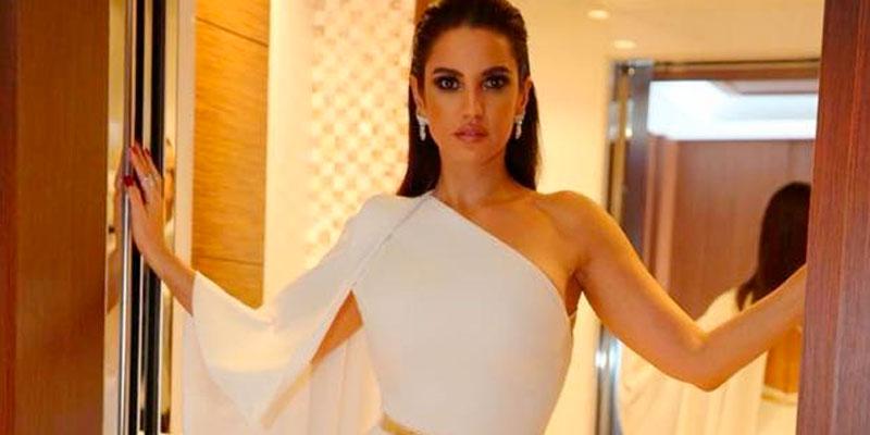 Qui est le créateur de cette magnifique robe ?