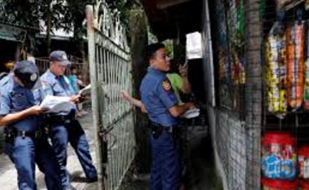 الشرطة الفلبينية تطرق أبواب المنازل لإجراء تحاليل المخدرات