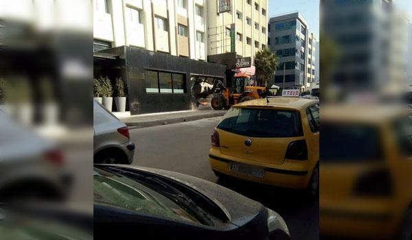 بالصورة: هدم واجهات ''محلات'' بخير الدين باشا