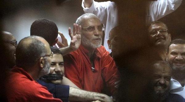 مصر.. إدراج 118 شخصًا بينهم مرشد الاخوان على قوائم الإرهابيين
