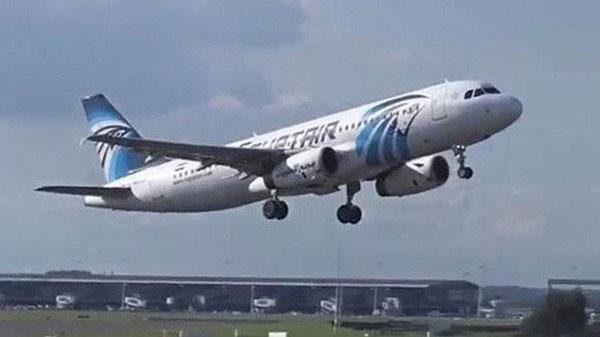 صحيفة: ''مصر للطيران'' تحطمت في الجو بعد حريق