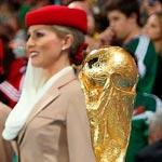 Emirates fête la Coupe du monde de la FIFA avec l'Allemagne le gagnant du trophée