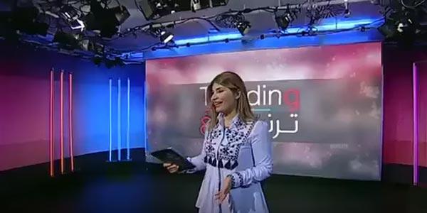 بالفيديو: شاهدوا رد فعل مذيعة فوجئت بضيفة ترتدي ملابس مشابهة