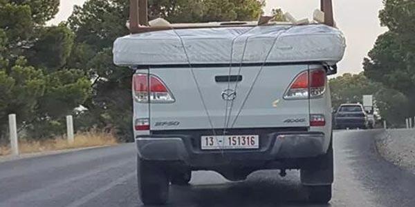 Photo du jour : Un véhicule du ministère de l'Equipement transporte un lit
