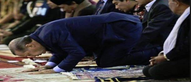 أردوغان يفقد الوعي خلال صلاة العيد
