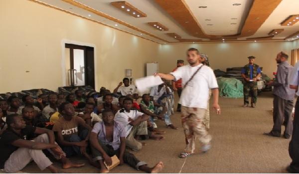 Des migrants vendus aux enchères comme esclaves en Libye