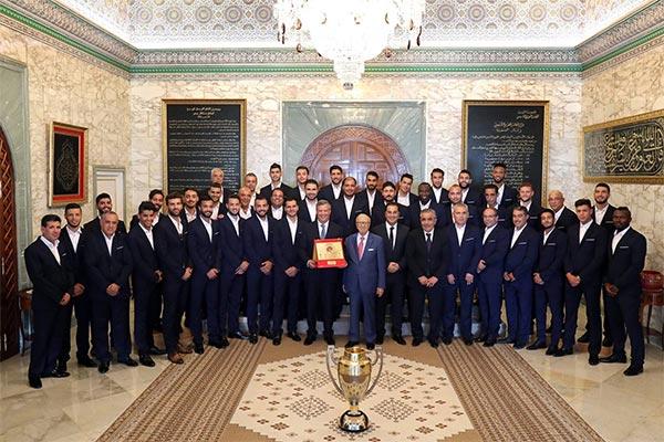 بالصّور : رئيس الجمهورية يستقبل فريق الترجي الرياضي التونسي