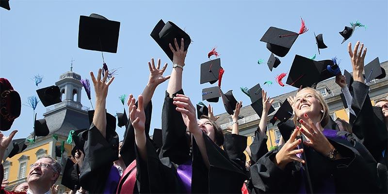 وزير التعليم العالي يحذّر الطلبة الراغبين في الدراسة بالخارج من هؤلاء..