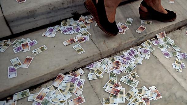 Une pluie de billets de banque à Cannes …