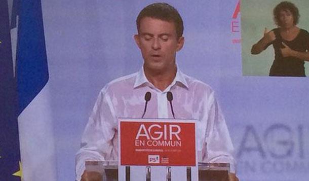 Manuel Valls mouille sa chemise, à un meeting en France