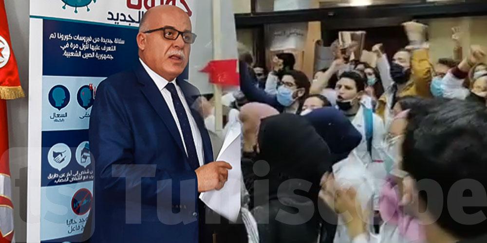 بالفيديو: الأطباء الشبان يصرخون ''ديغاج'' في أمام مكتب وزير الصحة