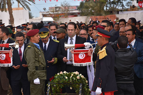 رئيس الحكومة  يشرف على موكب تلاوة فاتحة الكتاب ترحم على شهداء ملحمة بن ڨردان