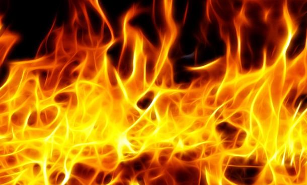 حريق يأتي على 7 هكتارات من الأراضي الزراعية الكبرى وأشجار البرتقال في بني خلاد