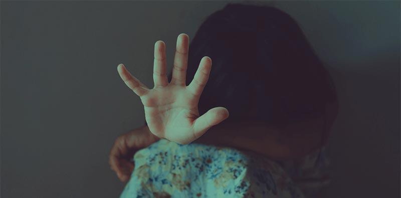 بسبب الغيرة: طفلة تذبح شقيقتها