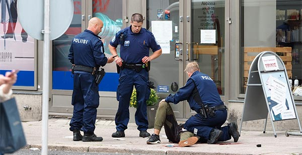 الشرطة الفنلندية تحدد هوية منفذ عملية الطعن في مدينة توركو