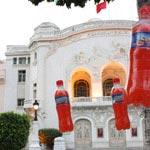 Florida Lssen Assfour couvre l'avenue Habib Bourguia de rouge...