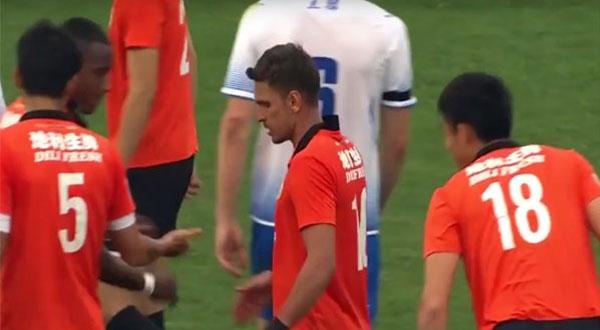 نادٍ صيني يخوض مباراة رسمية بـ 12 لاعباً!