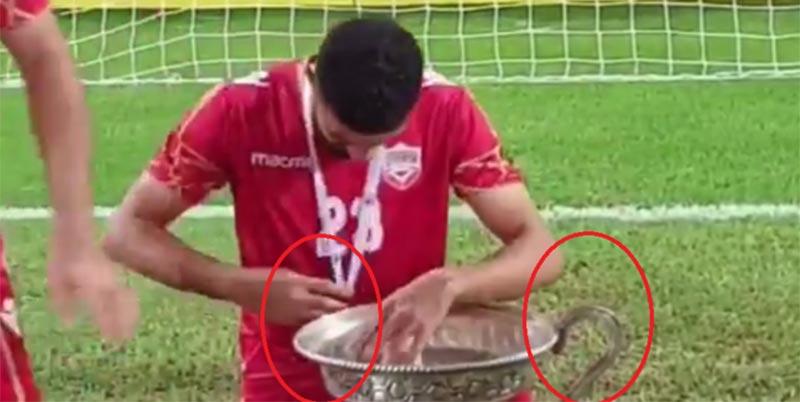 بالفيديو: لاعبو المنتخب البحريني يكسرون الكأس أثناء احتفالهم