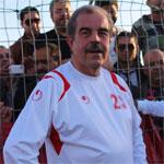 En photo : Mondher Zenaidi en joueur de foot avec le numéro 23