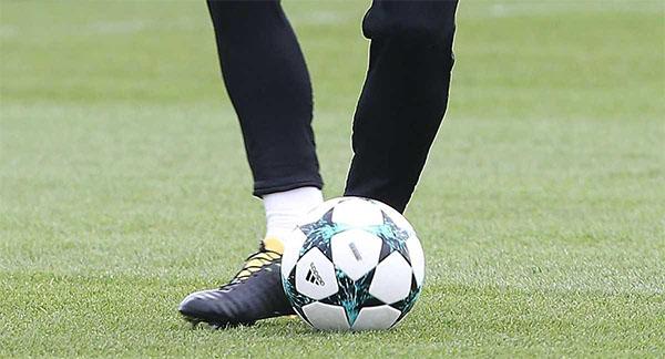 نجم مانشستر يونايتد إلى المحكمة بسبب ''حذائه''