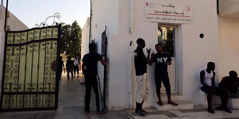 Depuis onze jours, des dizaines de migrants restent bloqués en mer