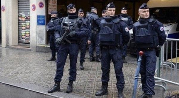 اعتقال 10 أشخاص في فرنسا بشبهة التخطيط للاعتداء على سياسيين