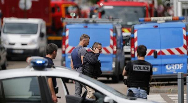 القبض على أحد المتورطين في عملية ذبح قس داخل كنيسة شمالي فرنسا