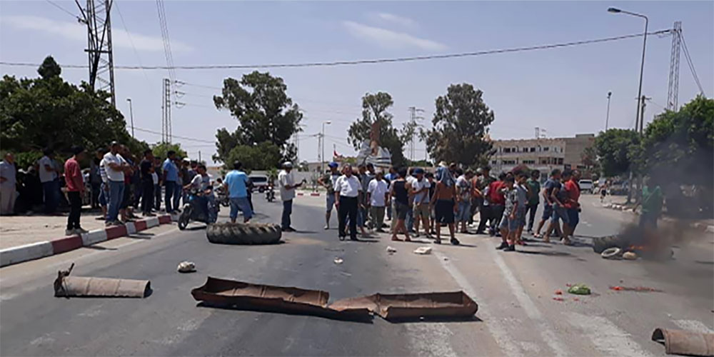 Des habitants de Gafsa bloquent la route menant à Kasserine