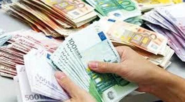 قفصة: حجز 1.5 مليون أورو بحوزته عون ديوانة