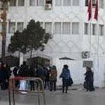 أستاذ يضرم النار في جسده أمام مقر وزارة التعليم العالي