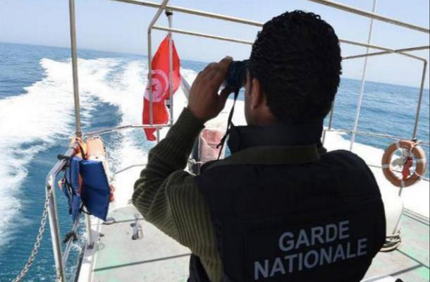 جيش البر ينقذ 9 مهاجرين تونسيين على بعد 90 كلم بشواطئ جرجيس